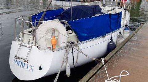 MÅ FJERNES: Kommunen krever at denne båten ved Holmsbu gjestehavn fjernes.