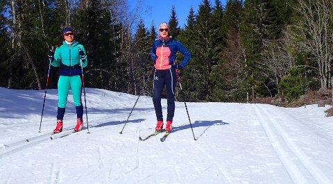PÅ SKITUR: Fantastiske skiforhold og kjempeflott preparering på Vestskauen. Her Nora Mile Helgesen og Guro Bøhm i Øyvannsrunden.
