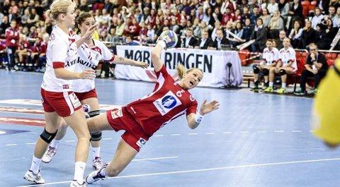 SYK: Heidi Løke må stå over tirsdagens kamp etter at hun har hatt mageproblemer.