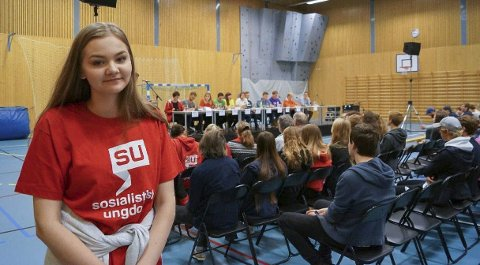 Tviler: Sara Houge stortrives som ungdomspolitiker, men vet ikke om hun vil være dette i framtida.