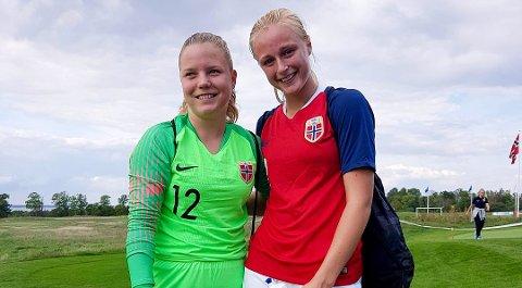 Mia Authen (t.h) her fra en landslagssamling med Trøgstad-vennine Anne Barlund. Lørdag ble Authen cupmester  med lagkameratene i LSK Kvinner.