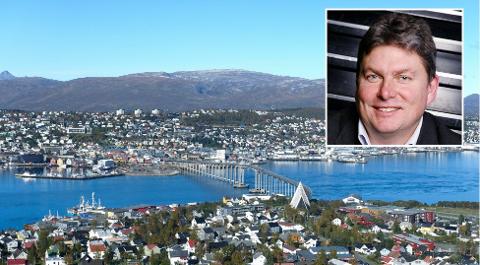 Det er dyrt å reise på ferie i Norge, og Terje Berge (innfelt) i Finn Reise forteller at det er flyprisene som har gått opp sammenlignet med samme tid i fjor.
