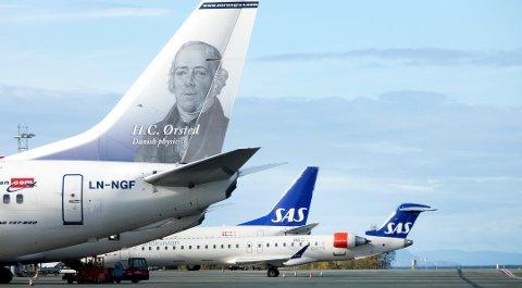 Både SAS og Norwegian selger billige flybilletter midt i uken. Foto: Gorm Kallestad, NTB scanpix/ANB
