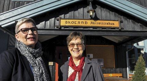 En inn og en ut: Gunn Karin Slaaen Rørvik starta som daglig leder på Skoland 1. mars. Ingrid Marie Kaste gir seg etter 25 års tjeneste på huset. Hun mener Gunn Karin er rett person til denne jobben.
