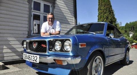 Hekta på veteraner: Veteranbilen Mazda RX-3 1974 modell blir nok ikke den siste Oddvar Kollsete skaffer seg. Hjemme har han to til som snart er veteraner. Dessuten har han en 1960 modell Tempo Taifun 125.