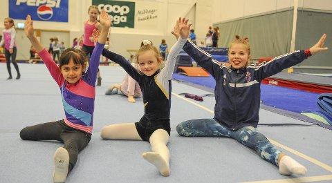 Gymnaster: Freya Stolsmo (7), Ane Ellingvåg (7) og Linnea Kollstrøm (11) koste seg på Kristiansunds Turnforening sin klubbkonkurranse torsdag.