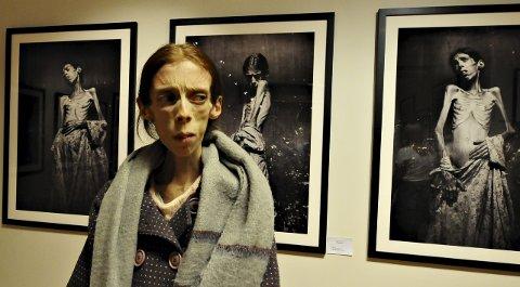 Lene Marie Fossen hadde i 2017 en serie av selportretter med seg til Nordic Light. Hun var fascinert av festivalen og av byen. Nå er hun død.
