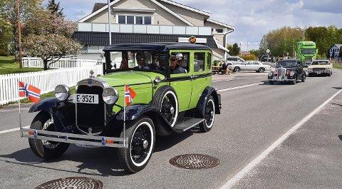 BLANKPOLERT: Veteranbiler skinte om kapp med sola.