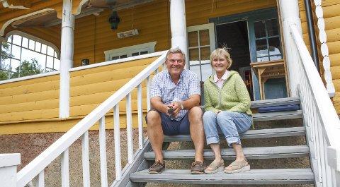Einar og Anne G. Michelsen har lagt ned en omfattende jobb i hytta, men varsler kommunen om at den kan bli søkt revet og erstattet med noe annet hvis en søknad om uthus blir avslått.