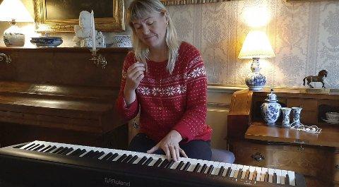 Storkoste seg: Tidligere håndballproff Cecilie Leganger forteller om et uforglemmelig opphold på Nes Verk. Selv om hun ikke spiller golf, var det nok å ta seg til hos Knut Aall og familien. Utsikten over den bugnende hagen ga henne blant annet inspirasjon til å komponere pianostykket «Dagdrøm».Foto: Privat