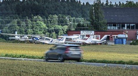 SKI FLYPLASS: Skal Follo flyklubb fortsette å drive flyplass på Søndre Ski gård, må området omreguleres. I så fall er det politikerne i Nordre Follo som må ta stilling til et privat forslag til reguleringsplan.