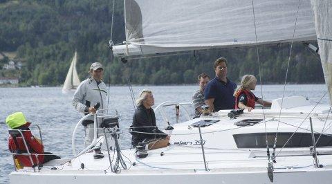 Momentum: Harald Klæboes og hans mannskap på Momentum (Elan 350) fra Drøbaksund seilforening er påmeldt North Sails Høstcup som starter fra Steilene lørdag. Foto: Per Wollbraaten