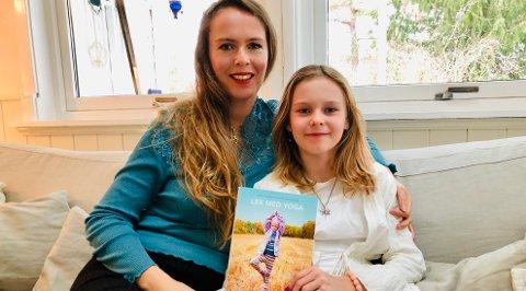 Gloria-Evita (10) er Isabelle Schjelderups datter og yogavant etter å ha lekt med yoga i familiebarnehagen.
