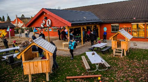 SLIPPER Å BETALE: Foreldre slipper å betale for barenahage og SFO så lenge krisesituasjonen varer. Staten tar regningen, har regjeringen bestemt.