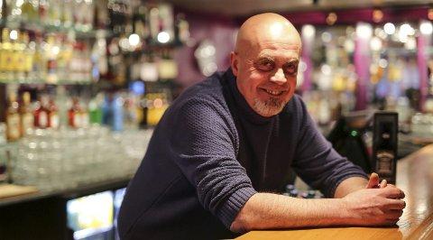 Siste runde i baren: Restauranteier Terje Henriksen har nye planer for etasjen over restaurant Kast Loss. – Nå hiver vi Coctailfabrikken ut og bygger et helt nytt sted her. Alt blir forandret, smiler han lurt.alle foto: stig sandmo