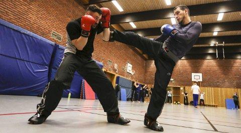 Hjemmebane: Norgescupen i kickboksing arrangeres tre ganger i året. 20–21. januar skal Ingvar Andre Hundhammer (28) og Islam Amliev (27) gå i ringen foran hjemmepublikummet i Risørhallen.foto: stig sandmo