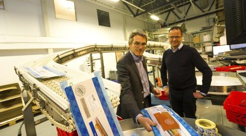 Ble solgt fra Rema: Ferskvaredirektør i Rema 1000 Martin Klafstad (t.h.) solgte til administrerende direktør Sigvald Rist i Insula. Foto: Per Torbjørn Jystad