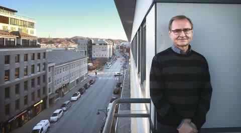 Administrerende direktør Lars Vorland i Helse Nord avviser imidlertid at foretaket har for mange og dyre direktører.