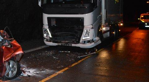 Ulykka mellom personbilen og lastebilen skjedde midt inne i Tosentunnelen.