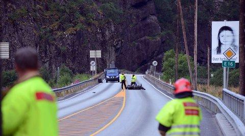 To unge menn døde i motorsykkelulykke på Dale.