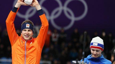 Sverre Lunde Pedersen (til høyre) er igjen forbigått av Sven Kramer (til venstre). Her fra OL i februar.