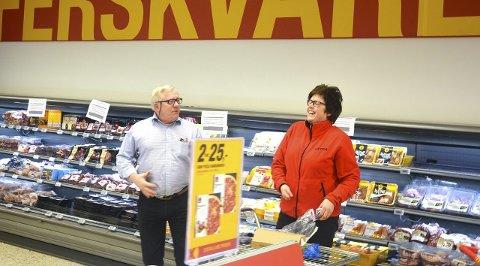 KLARE: Egil Hogstad og Anne Berit Krokstad på Coop Extra gleder seg til å åpne butikk med nytt konsept, nye farger og nytt navn.