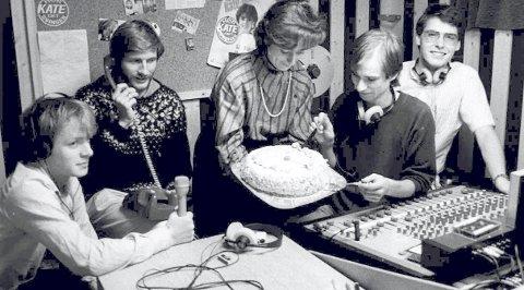 Kanalblå: Første sending 4. september 1984. På bildet: Asle Eide (t.v.) Tore Opdal Hansen, Lise Martinsen, Asle Karstad og Gunnar Juriks. Foto: DTARKIV