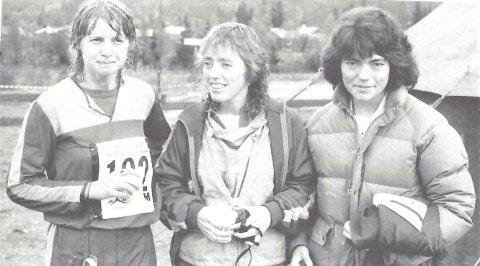 NM-stafetter 1985: Disse tre jentene fra Eiker O-lag løp seg inn til premieplass (nummer 11) i NM senior i 1985, i Korgen. Fra venstre Lill Kristensen Haugen, Siri Jaren og Hilde Flata. Kilde: Eiker O-lags jubileumsbok.