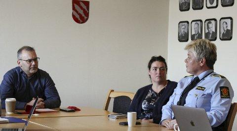 Politirådsmøte: F.v. ordførar Ola Teigen, levekårsleiar Arlene Vågene og politistasjonssjef Wenke Hope.Foto: liv standal