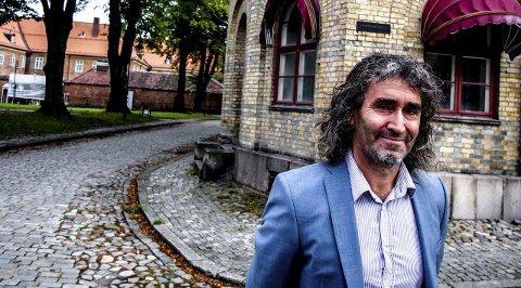 Bystyresalen: Morten Stenseng utenfor bystyresalen i Gamlebyen, der han mener «Barnas bystyre» bør ligge.foto: john johansen