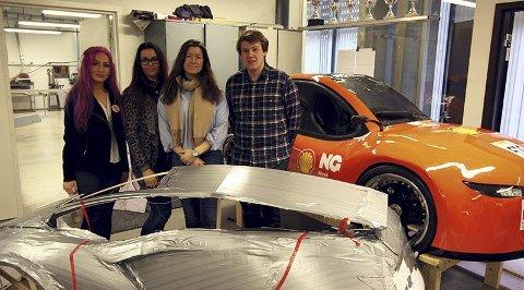Med kurs for London: Ditte Yven (fra venstre), Karoline Amundrød, Maria Brynhildsen og Truls Tveitdal er blant studentene som utgjør teamet fra Høgskolen i Østfold som skal konkurrere i energieffektivitet.foto: privat