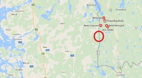 SMUGLERRUTE: Her, på grensen mellom Sverige og Norge, en halvtimes bilkjøring fra Halden, ble 1.603 liter alkohol beslaglagt.