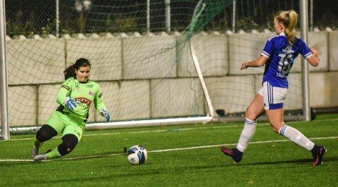 PÅ HUGGET: Borres målvakt, Zuzana Holanová, kan ikke lastes for baklengsmålene og leverte en god kamp.