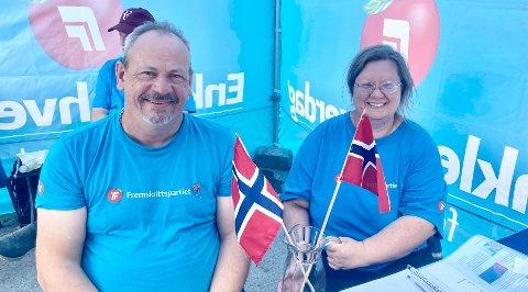 IKKE I MOT PRIDE: - Det norske flagget representerer jo alle, derfor mener vi det er mer passende å bruke på offentlige bygg, sier Jul Tore Kittelsrud og Hilde Kristin Smerud i Gran Frp.