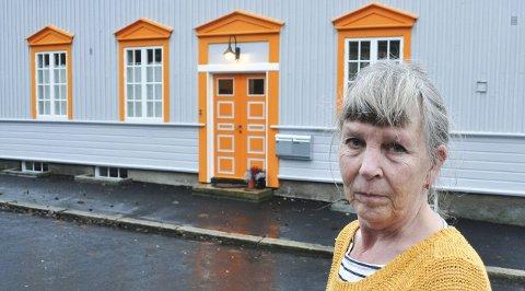 Negativt: – Jeg ville framheve husets vakre detaljer, sier Rannveig Lade. Kommunen mener oransje har en negativ virkning på boligens fasade og dens verneverdi.