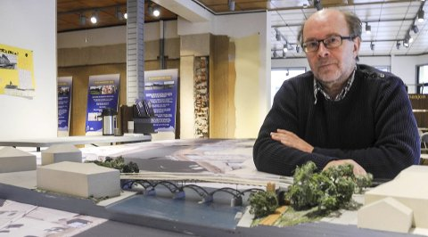 Sentrumsplanen 2015-2027: Forslaget omfatter plankart, vernevurdering bebyggelse, planbestemmelser og planbeskrivelse med vedlegg, og som har vært til gjennomsyn i ByLab-lokalene. – Det har vært stor interesse blant folk, sier Espen Sørås.foto: Jan Erik Sørlie
