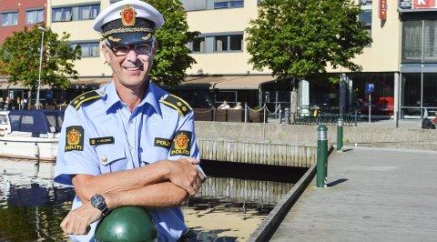 FORNØYD: Jon Hellberg synes det har vært svært få voldshendelser i forhold til antall mennesker som har vært ute på byen i Halden i sommer.