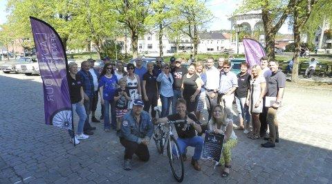 SAMARBEIDER: Det skjer mye i Halden helga 12. - 14. august. I front ser vi amcarklubbens Nils Petter Nilsen, rittleder Roy Moberg i Ladies Tour of Norway og Marita Rognøy som representerer «Den Hvite Dame».