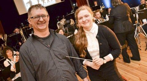 SJEFET OVER FAR: Kristin Vik Hofseth går pappa Jan Hofseth etter i næringen. Kristin dirigentdebuterte, og det med selveste far selv som en av musikantene.alle foto: kenneth strømsvåg