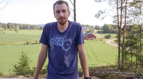 FUNNET ROEN: I en alder av 30 mener Anders Presterud å ha truffet blink på mange vis, både i jobb og privatliv. Han trives! Foto: Jarle Pedersen