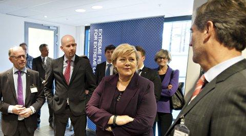 SE TIL KONGSBERG: Statsminister Erna Solberg har mulighet til å skape vekst ved å satse på Kongsberg.