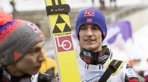 FIK KJEFT: Daniel-André Tande fikk kjeft av hopptrener Stöckl etter at han var svært så åpenhjertig på direktesendt tv etter lørdagens lagkonkurranse i Holmenkollen.
