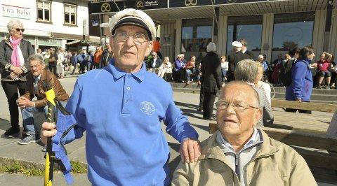 Vennskap: Bjørn Hagberg (69) fra Alta Mannskor sier han et helt år har gledet seg, her sammen med korvennen Gustav Nilsen (84) fra Alta.