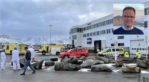Administrerende direktør Sigvald Rist i Insula (innfelt) forteller at det oppsto brann i et hovedinntak for strøm på fabrikken onsdag ettermiddag.