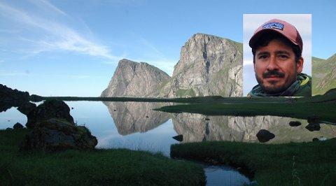Nasjonalparkforvalter Ole-Jakob Kvalshaug (innfelt) understreker at Lofotodden er et viktig leveområde for havørn og kongeørn. Her ses Ryten og Fuglhuk som speiler seg i Kvalvikvatnet.