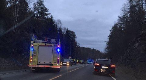 ULYKKE: Flere biler skal ha vært involvert i en ulykke på fylkesvei 120 ved Mosseporten onsdag ettermiddag.