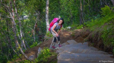 POSITIVT OVERRASKET: Margrethe Rabås er prosjektleder for Sherpatrappa i Tromsø kommune. Hun er gledelig overrasket over det høye antallet brukere av trappa i år, tross koronapandemi og rekordmye snø i vår.