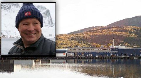 Eieren Joar Opheim innfelt - fabrikken i kaldfjord i bakgrunnen