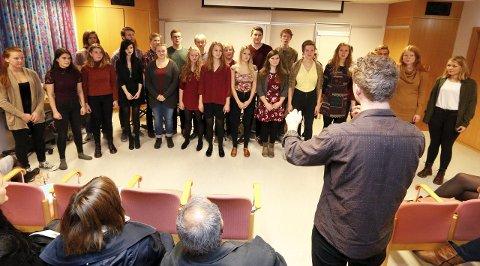 FLOTT: De unge musikerne samlet til korsang som avslutning.