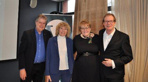 Vestfold og Telemark Venstre var fornøyde med besøk av selveste partilederen søndag formiddag. F.v.: Kåre Pettersen, Aina Dahl, Trine Skei Grande og Torgeir Fossli.
